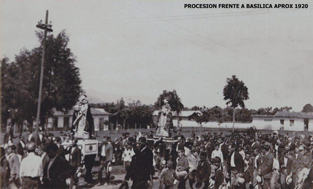 Foto frente de la Basílica, aproximadamente 1920
