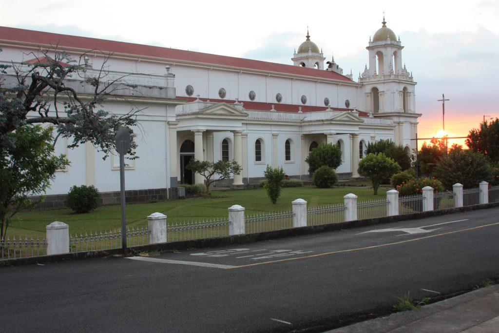 Jardín norte de la Basílica al atardecer